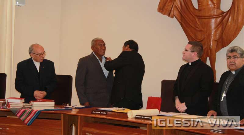Quispe fue condecorado durante la Asamblea de Obispos de Bolivia