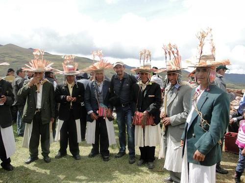 Grupo de Chokelas y el autor en el Calvario de Italaque