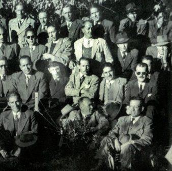 Los milicianos celebrando la victoria del 9 de abril de 1952 en La Paz